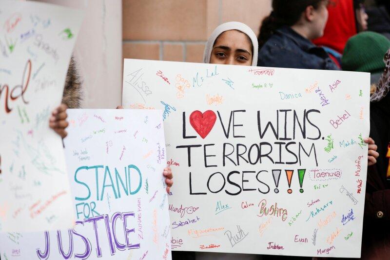 Contra el terrorismo.