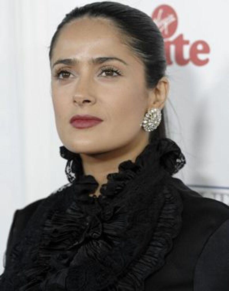 La actriz fue captada en Los Angeles fumando junto a su hija Valentina Paloma, de 15 meses.