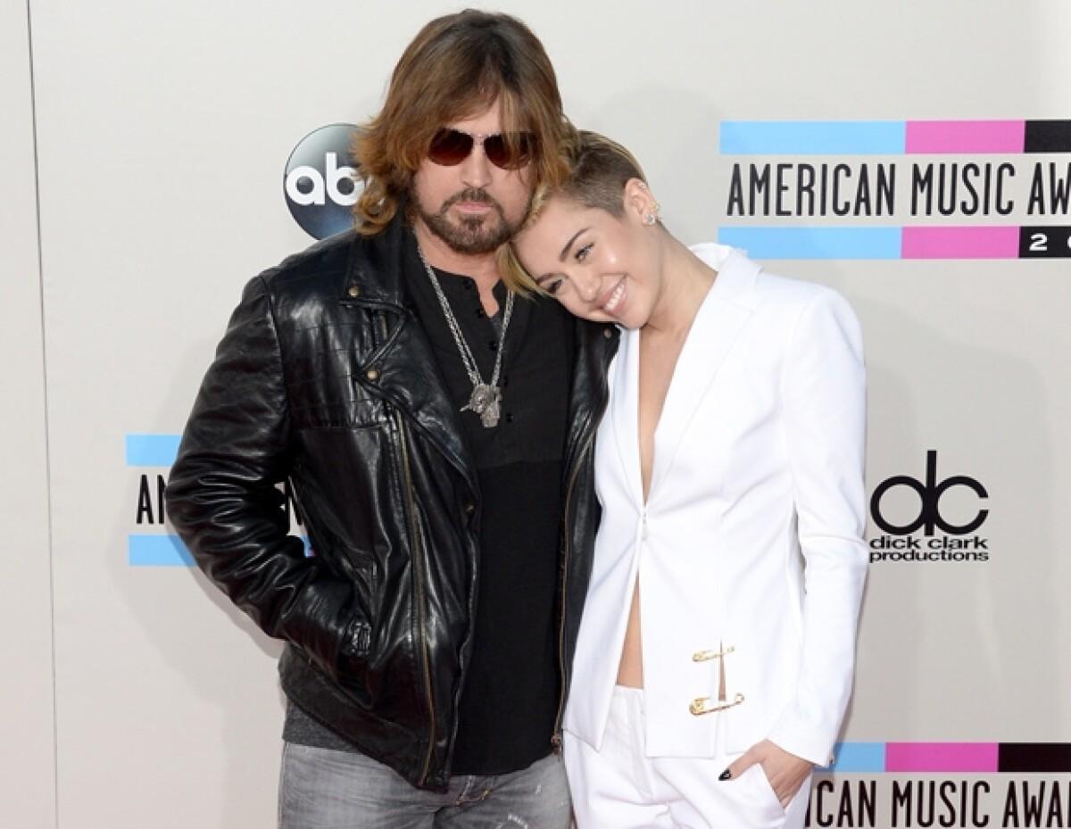 """Papá de Miley Cyrus dice: """"Voy a ser abuelo"""""""