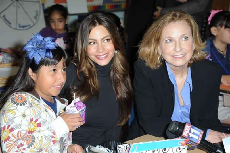Sofía Vergara se sentó a desayunar con los niños.