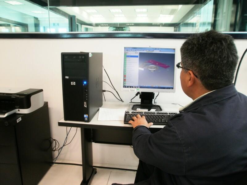 En el laboratorio de Metrolog�a se realizan mediciones de alta exactitud