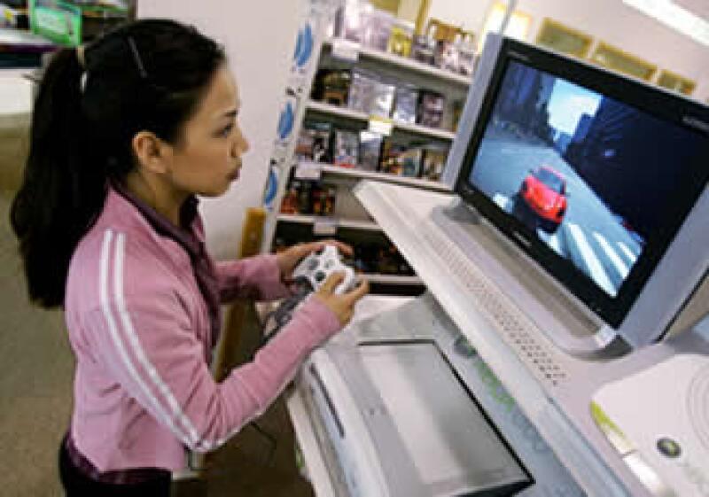 El Xbox 360 y el PlayStation 3 de Sony ya permiten descargar películas en sus pantallas. (Foto: AP)