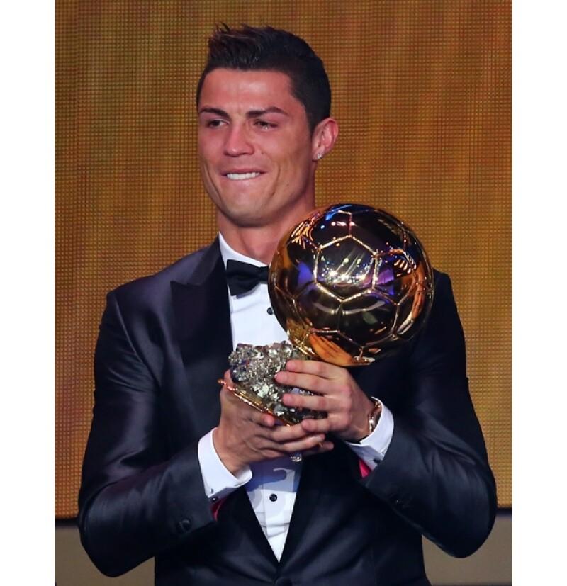 El portugués Cristiano Ronaldo ganó el Balón de Oro 2013 este lunes en Zúrich en la gala de la FIFA, durante su discurso de agradecimiento su novia Irina Shayk se mostró también muy conmovida.