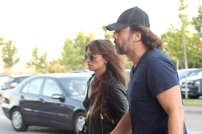 A unas horas de haberse dado a conocer la noticia sobre el fallecimiento de Eduardo Cruz, la actriz apareció acompañada de su esposo, Javier Bardem.