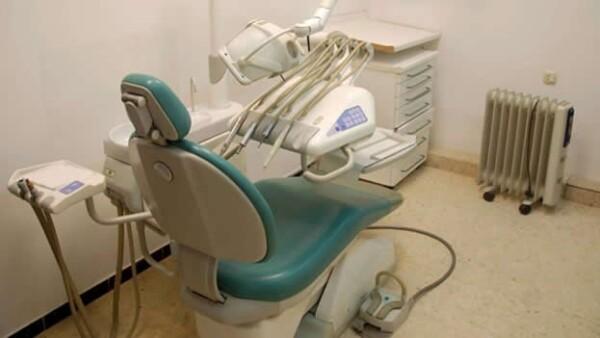 Es recomendable visitar al dentista una vez cada seis meses.