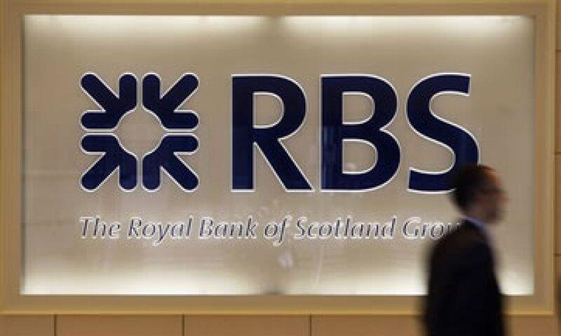 La calificadora prevé que el Gobierno siga ayudando a los grandes bancos británicos. (Foto: AP)