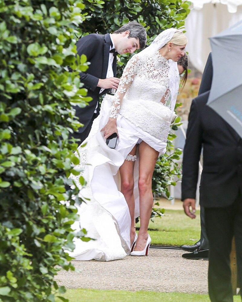 Nicky no pudo evitar ser avergonzada en un día tan especial como el de su boda, debido a un wardrobe malfunction.