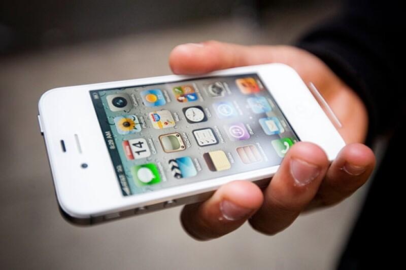 Una pantalla de zafiro y mayores dimensiones suenan como las características clave del nuevo teléfono inteligente de Apple.