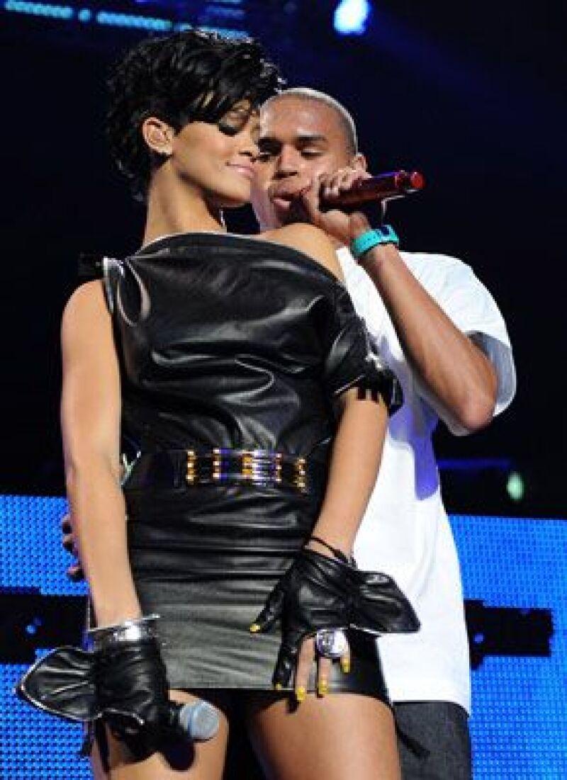 Los cantantes están postulados como Mejor Artista, cada uno en su categoría.