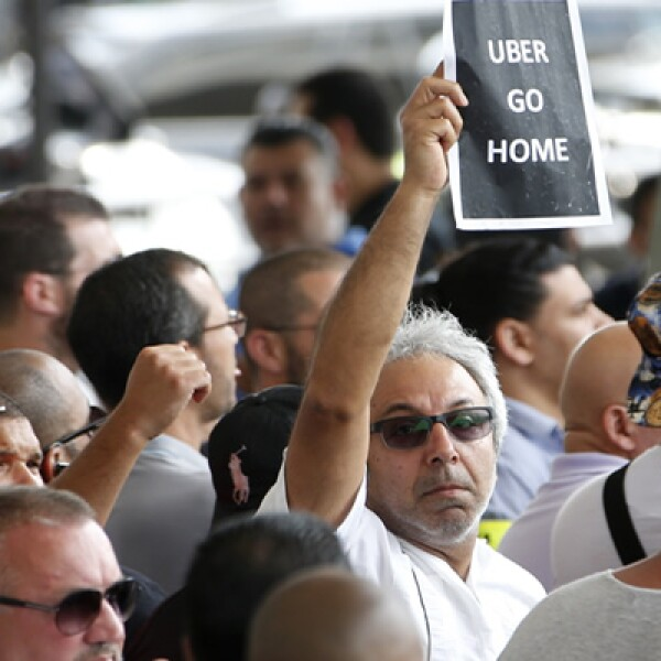 Las protestas podrían continuar mañana viernes y en los próximos días en algunas ciudades francesas, si el gobierno no realiza ningún anuncio, advirtieron fuentes sindicales de taxistas