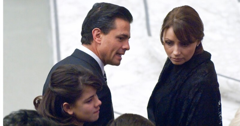 La pareja asistió a una audiencia oficial, donde el Papa Benedicto XVI les dio la bendición; luego, el gobernador del Estado de México dijo que pronto se casaría.