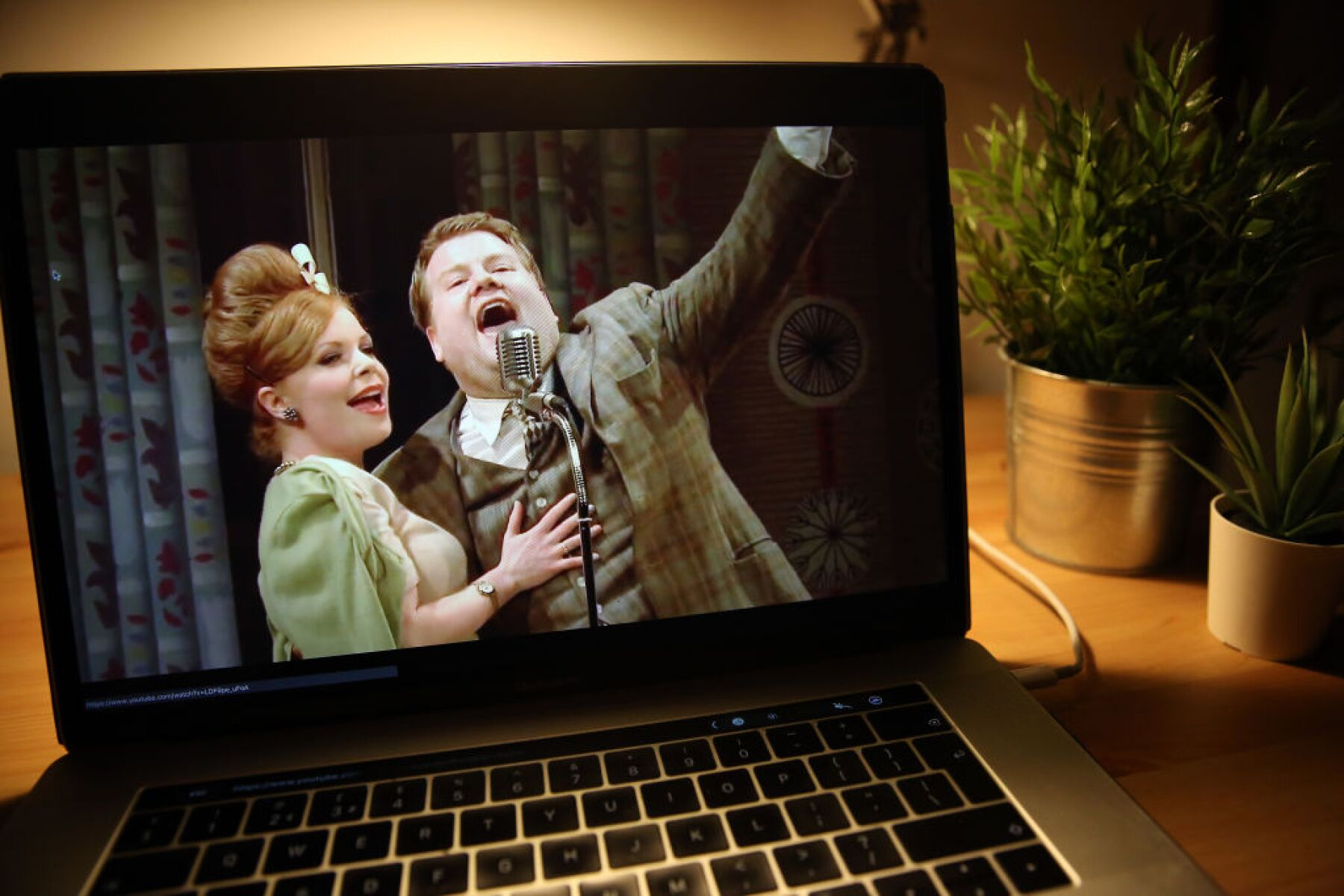 """One Man, Two Guvnors"" National Theatre Live - Online Stream"