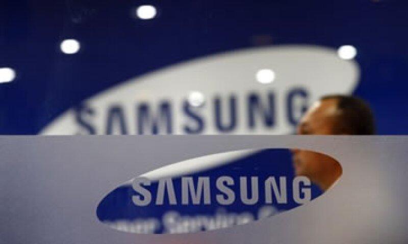 Analistas ven difícil que la relación de negocios entre Samsung y Apple se desmorone por el litigio de patentes.  (Foto: Reuters)