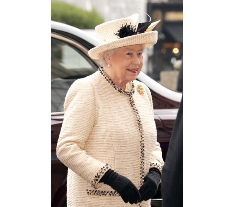 La hija de Paul McCartney reconoció que la Reina Isabel II tiene un espléndido sentido de la moda, por lo que le encantaría diseñar ropa para ella.