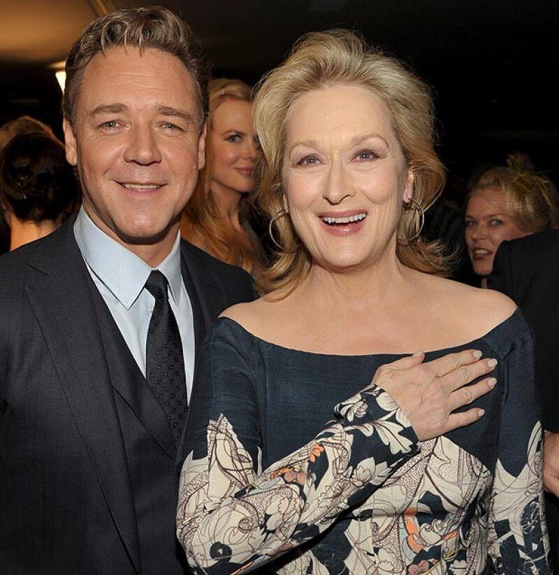 La actriz aprovechó la situación para 'photobombear' a Meryl Streep y Russell Crowe.