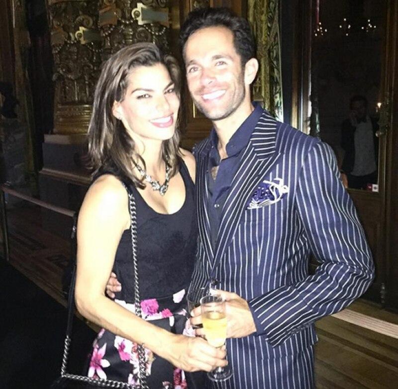 Aquí la primer foto que una amiga de Bárbara publicó de la pareja.