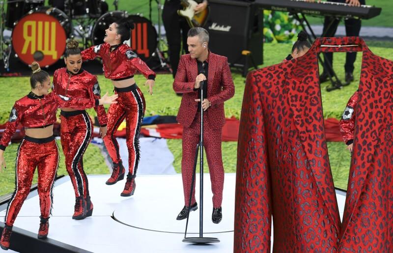 Traje-Givenchy-Robbie-Williams