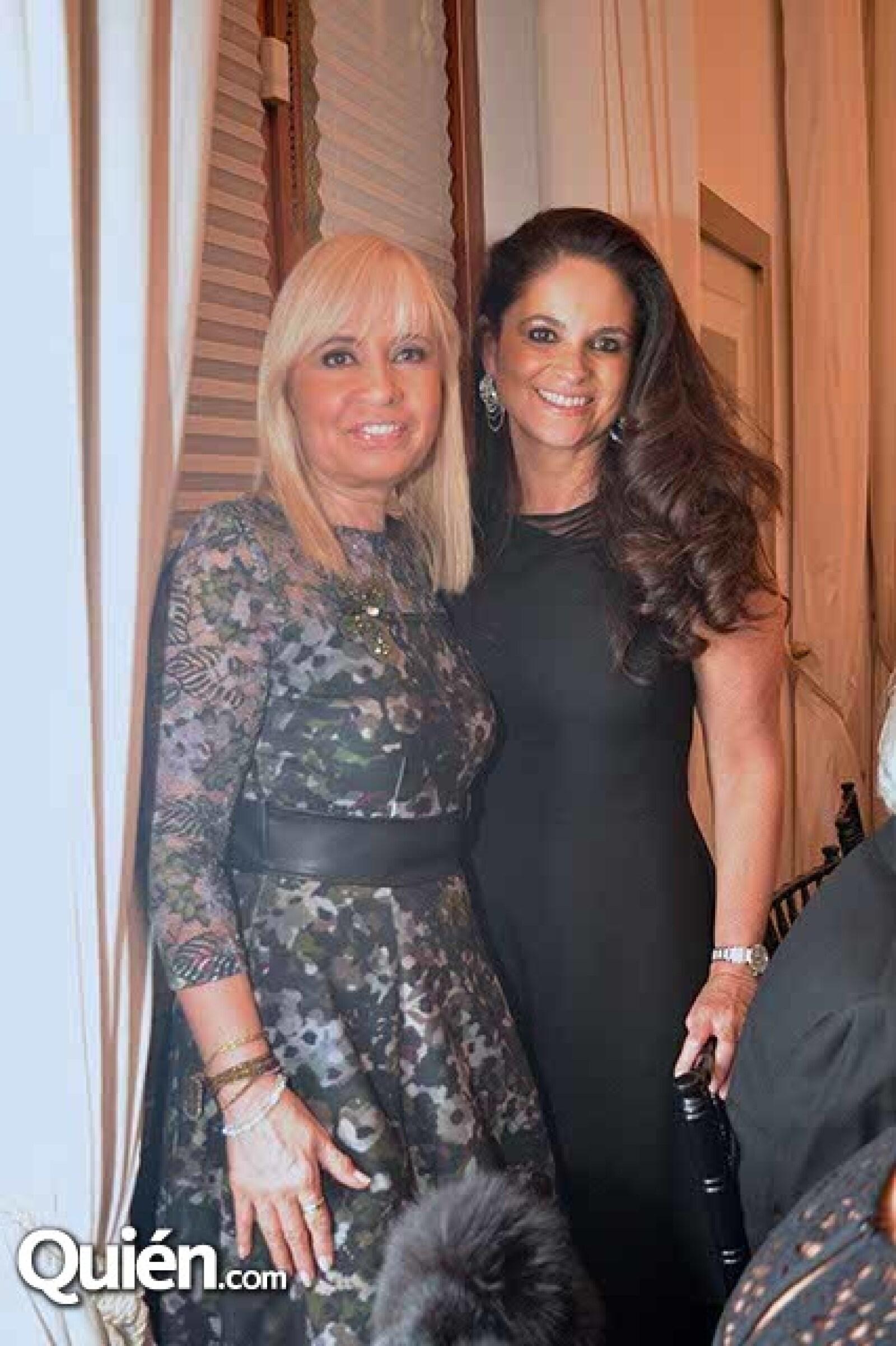Carla Estrada y Perla de Ealy.