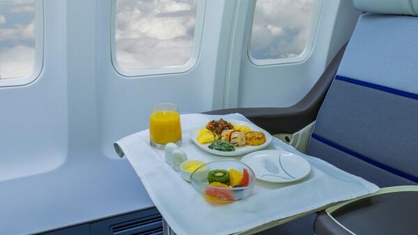 La evolución de la comida a bordo de aviones para pasajeros