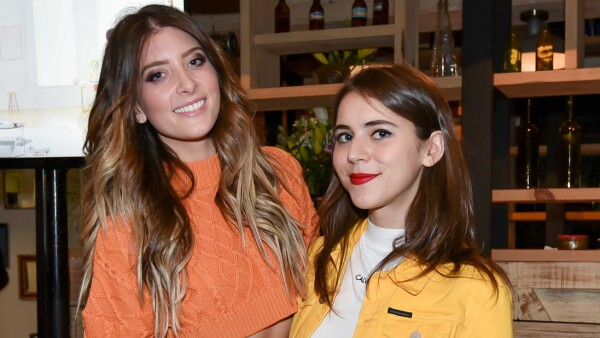 Danielle Clyde y Tessa Ia.jpg