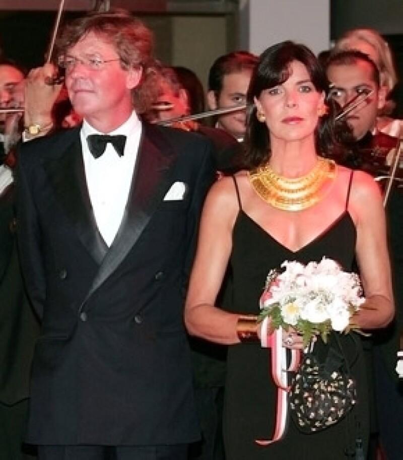 La ex pareja de la princesa Carolina de Mónaco fue llevado al hospital luego de presentar fuertes dolores abdominales.