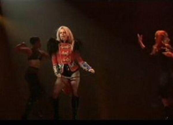 La cantante interactuó poco con su público.