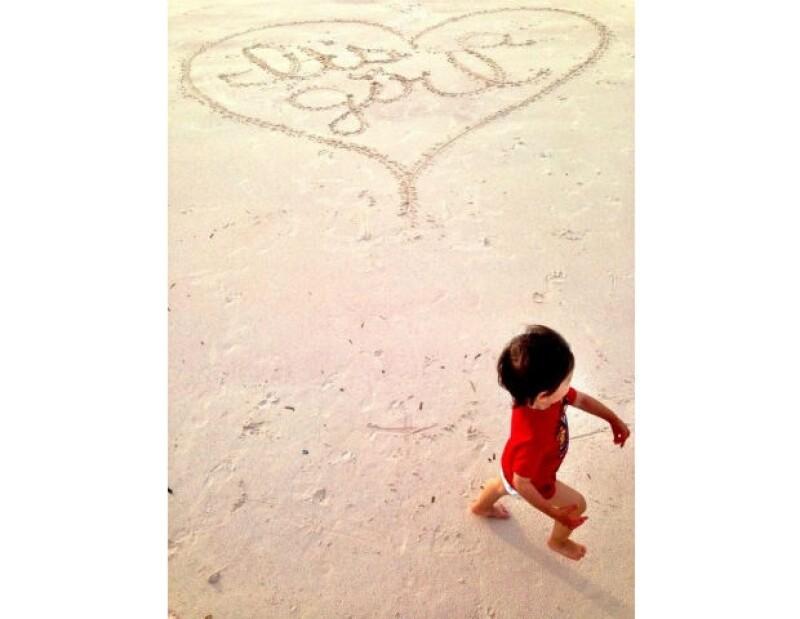 Con esta tierna imagen, Nick Lachey anunció al mundo que esperan a una niña.