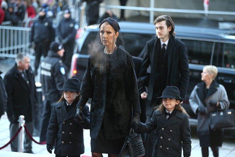 La cantante fue incapaz de acudir al funeral de su hermano Daniel el pasado sábado porque se sentía agotada tras presidir el de su marido un día antes.