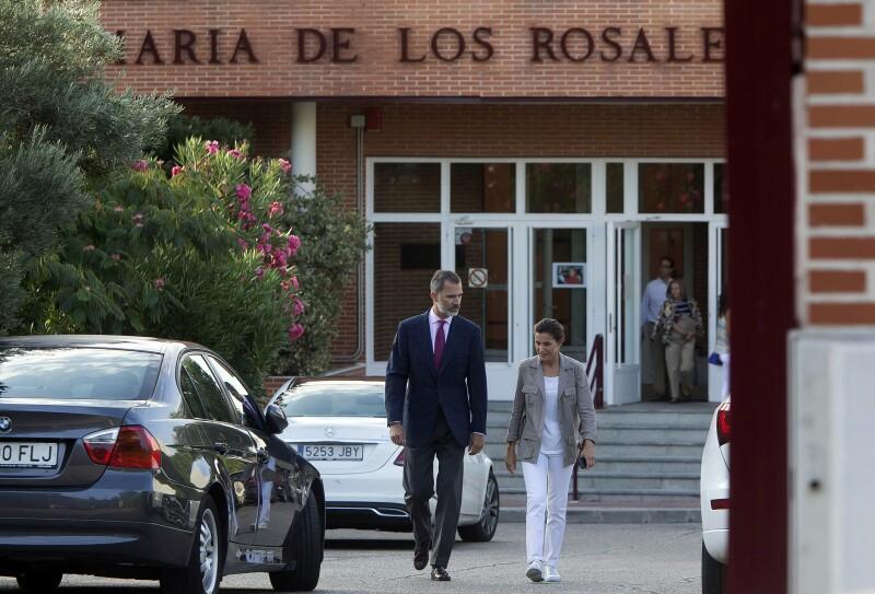 Letizia y Felipe en el colegio de sus hijas