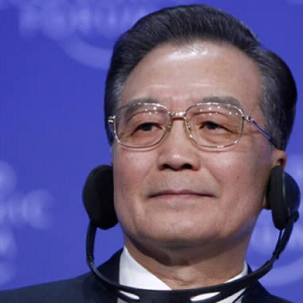 El primer ministro chino, Wen Jiabao, pidió a Estados Unidos cooperar con su país frente a la crisis económica y evitar una confrontación nefasta, durante su participación en el Foro Económico Mundial. (Foto: Reuters)