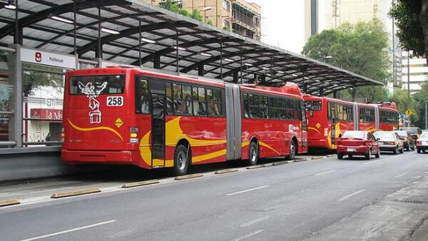 Metrob�s Estaci�n Polyforum