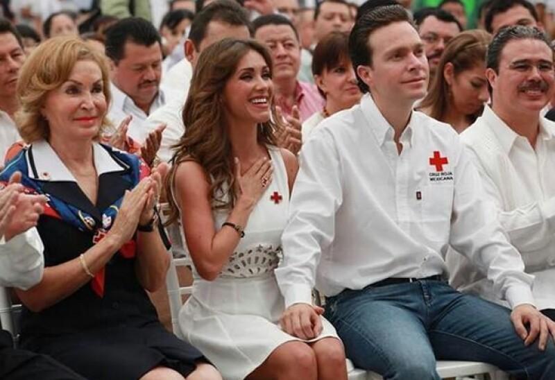 La cantante acompañó a su novio, el gobernador de Chiapas, durante el evento que dio inicio a la campaña 2014 en dicho estado y de la cual es voluntaria.
