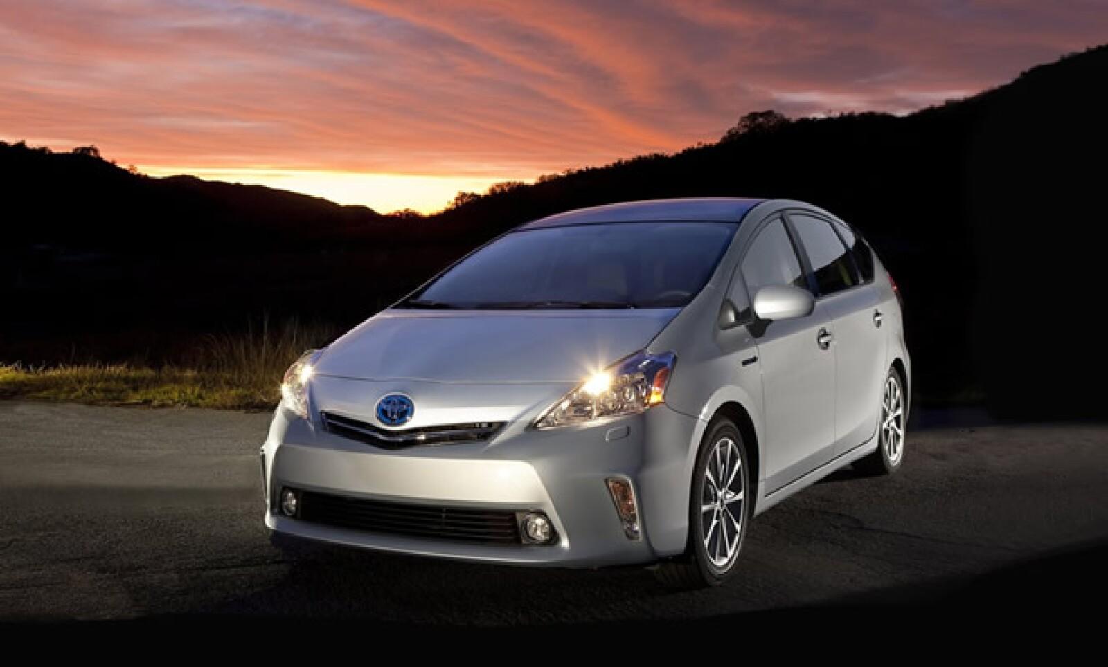 El segundo 'concept' de la marca japonesa introduce una opción más familiar, muy cerca de ser una SUV ecológica. Tiene un peso 40% menor a la actual generación del Prius y estará en destinos selectos de EU a mediados de 2011.