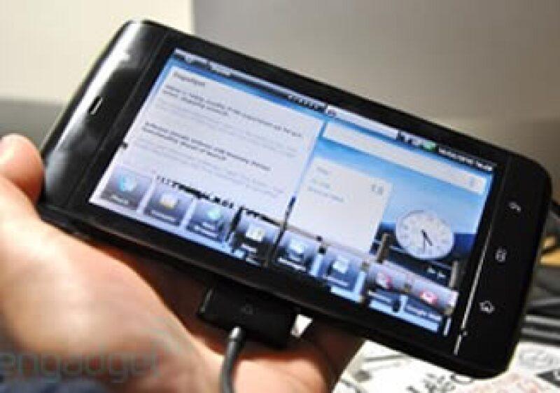 La mini tablet, de 13 cm, es sólo 2.5 cm más grande que el Evo de HTC, que será lanzada esta semana. (Foto: Cortesía Fortune)