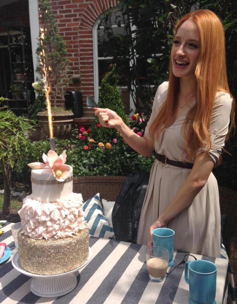 Acompañamos a la actriz y cantante a su íntimo festejo de cumpleaños, donde familiares y amigos disfrutaron de una mañana llena de postres y pasteles.
