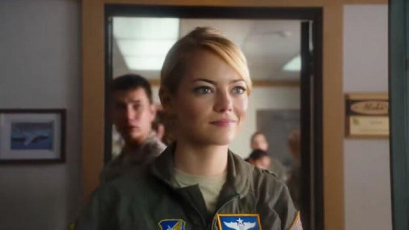 El personaje de Allison Ng en la película es una joven piloto de la Fuerza Aérea en Hawaii, hija de un hombre que es mitad chino. (Foto: Youtube/ Columbia Pictures)