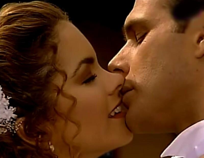 Ahora que la actriz ha comenzado a grabar la telenovela &#39Por ella soy Eva&#39, en donde protagónizará con Jaime Camil, te recordamos algunos de los galanes que han sido su pareja en la ficción.