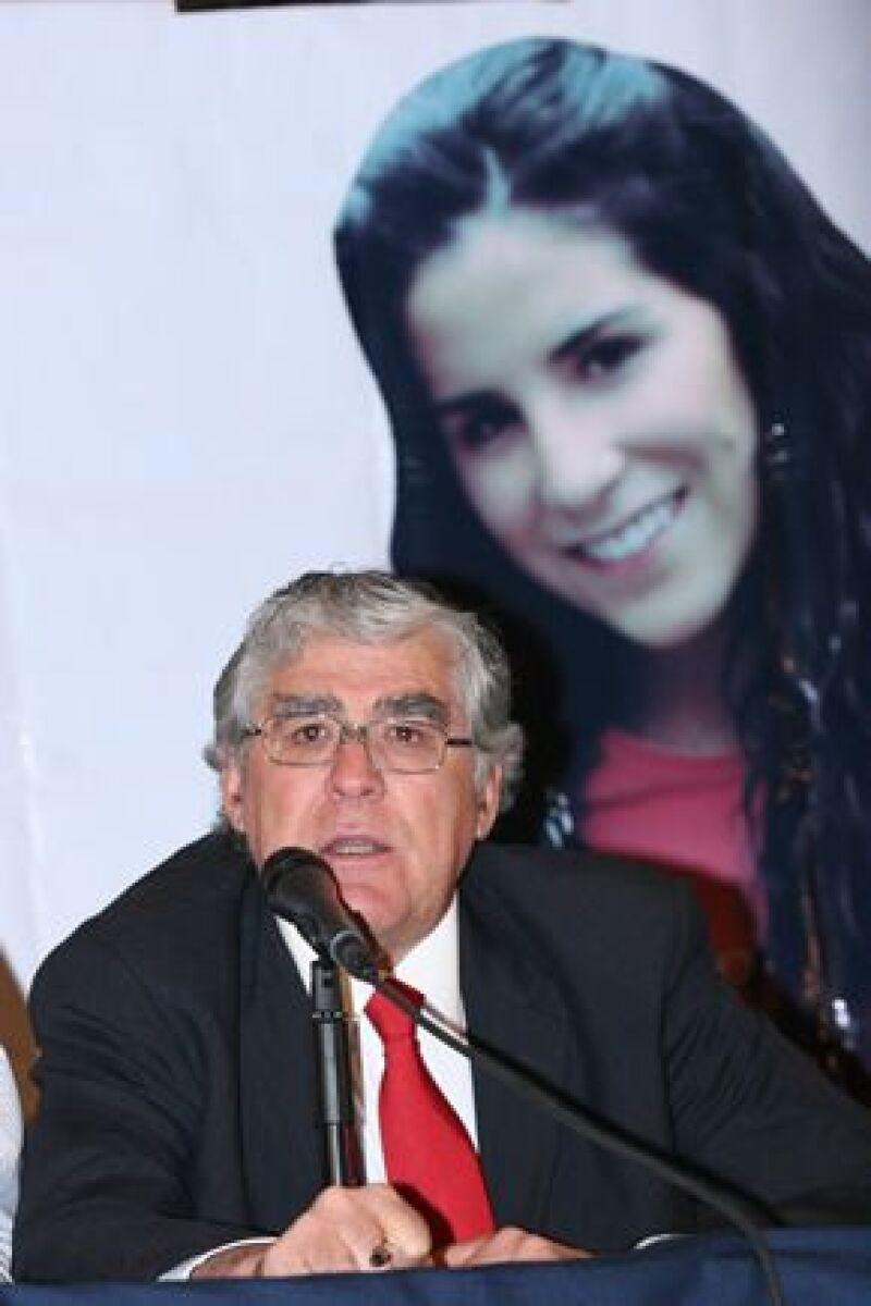 En conferencia de prensa el empresario denunció a Óscar Ortiz como uno de los responsables del rapto de Silvia Vargas Escalera, hace 15 meses. El hombre ya se encuentra arraigado en la SIEDO.