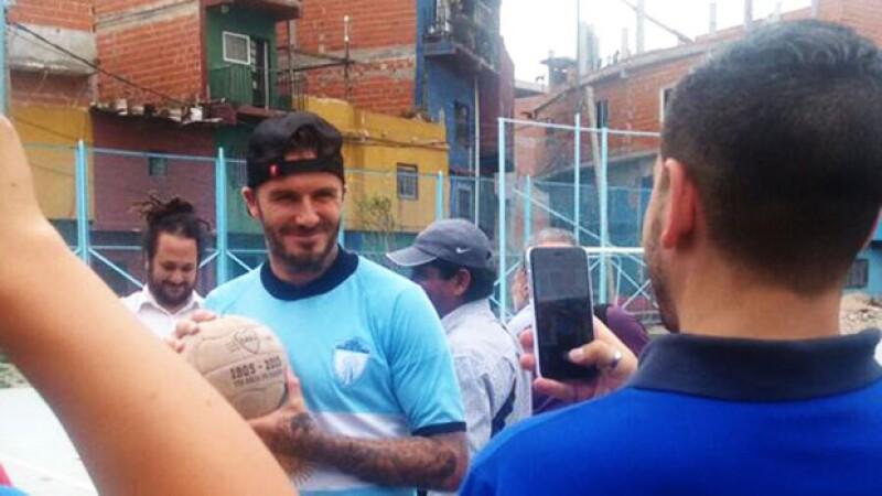 David Beckham repartió fotos y autógrafos.