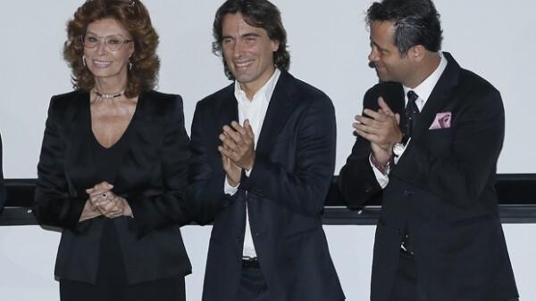 Bobby Slim y Rafael Tovar y de Teresa en la entrega del premio de la Academia Mexicana de Artes y Ciencias Cinematográficas a la actriz italiana en su visita a México.