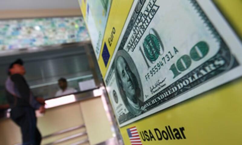 Banco Base prevé que este martes el tipo de cambio fluctúe entre 14.17 y 14.29 pesos por dólar. (Foto: Reuters)