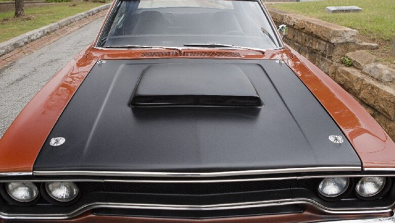 Plymouth Road Runner  (Universal)