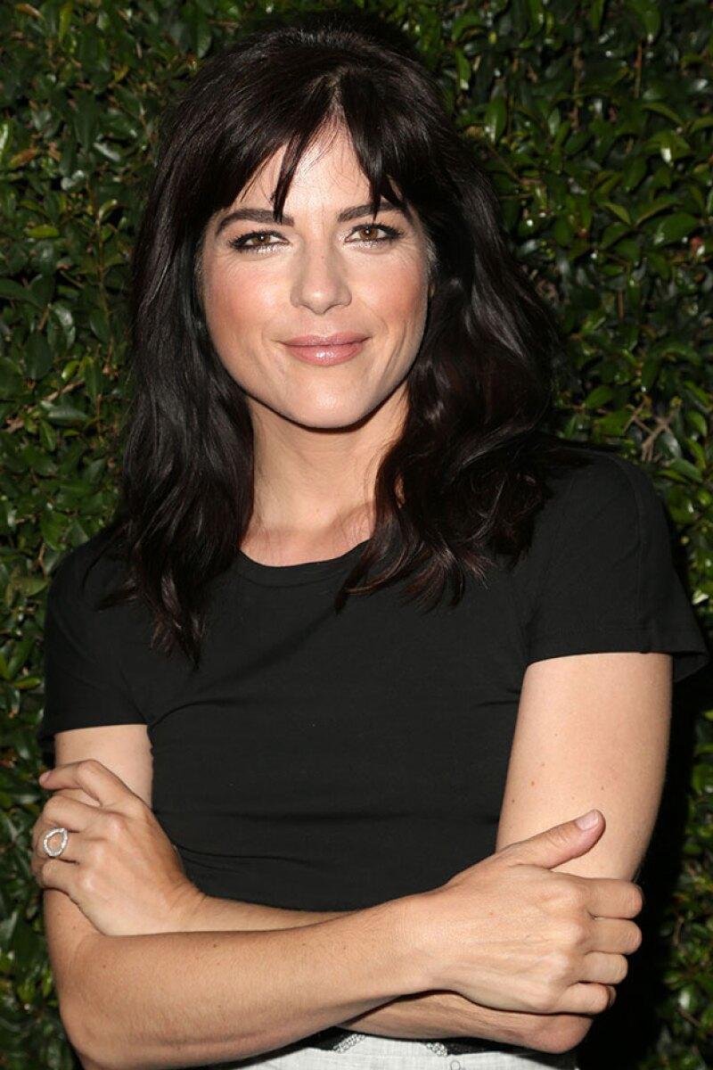 La actriz tuvo que ser sacada en camilla del avión en el que viajó de México a Los Ángeles tras exhibir un comportamiento un tanto problemático durante el vuelo.