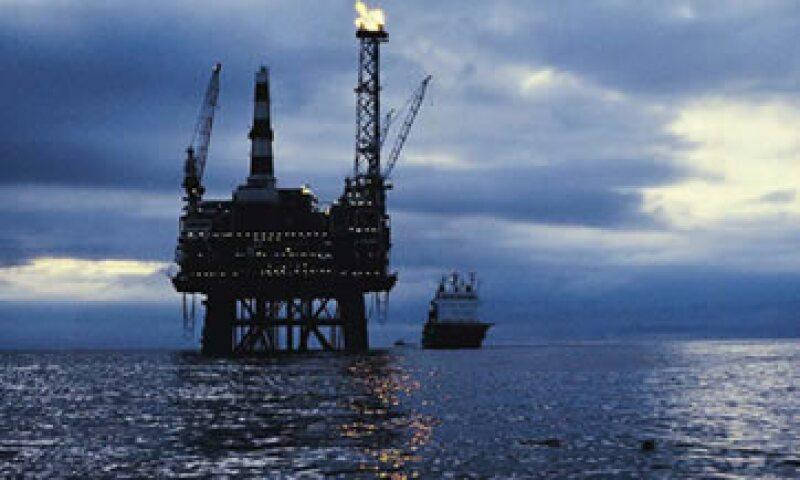 La Habana recibe más de 100,000 barriles diarios de petróleo de Venezuela. (Foto: Thinkstock)