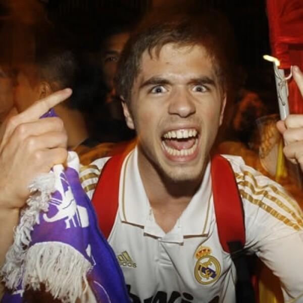 Aficionados del Real Madrid celebran el título