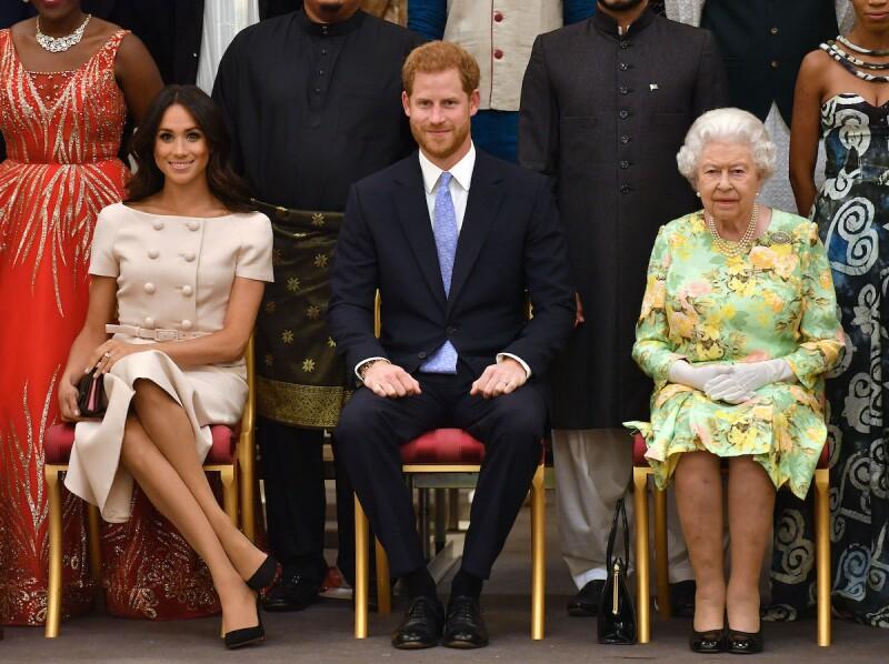 Meghan Markle, príncipe Harry y reina Isabel II