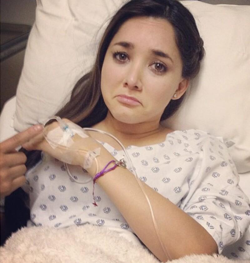 La actriz publicó esta imagen en la que posa con un gesto de tristeza.