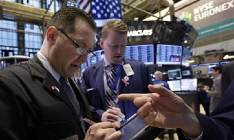 El martes, el Dow Jones alcanzó niveles máximos de cierre no vistos desde octubre de 2007. (Foto: AP)