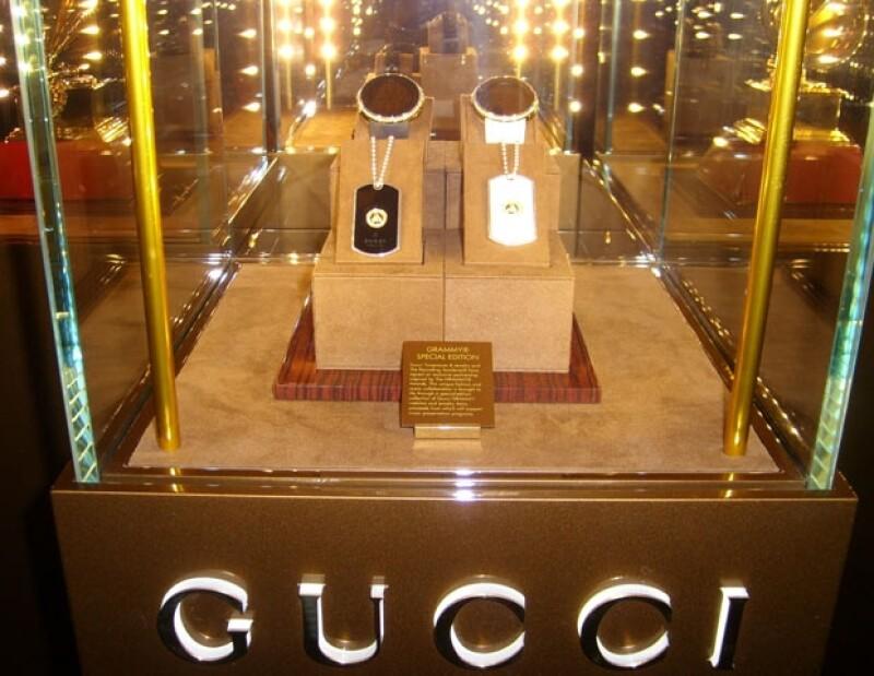 En la suite se exhiben piezas de relojería y joyería de Gucci.