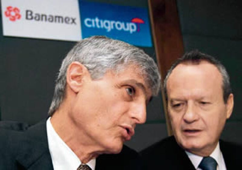 Robert Rubin, vicepresidente de Citigroup, y Roberto Hernández, presidente de Banamex, presentaron el acuerdo al que llegaron ambos bancos. (Foto: Procesofoto)